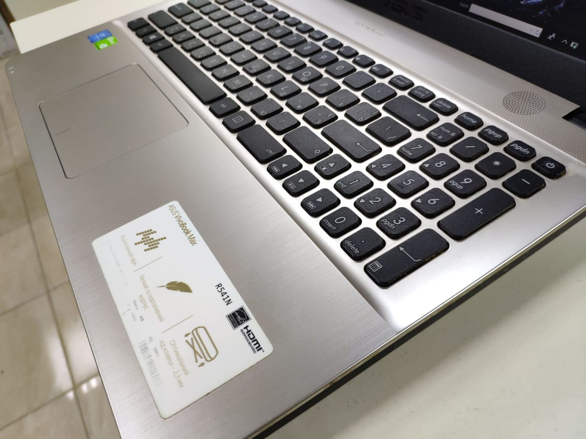 ASUS VivoBook R541